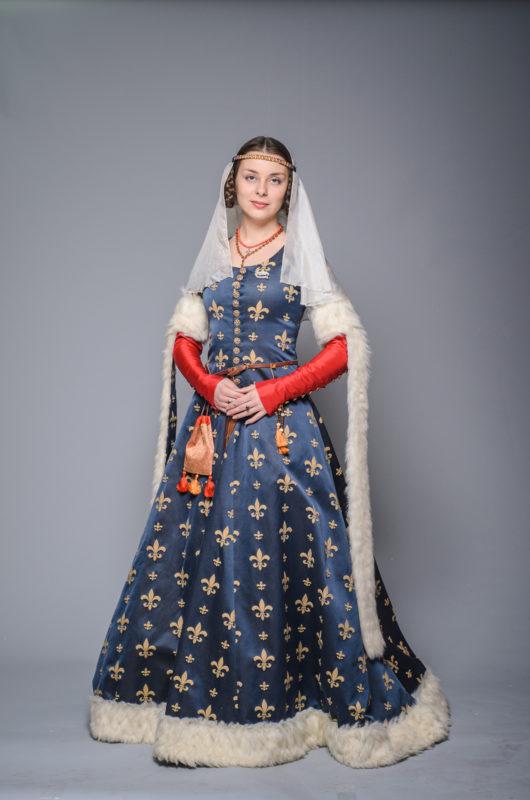 Жіночі костюми